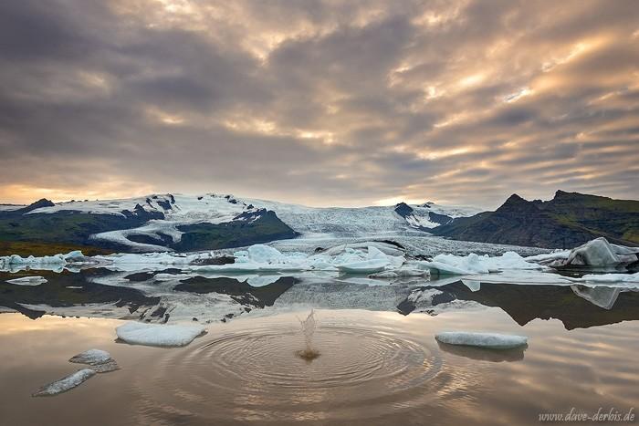 Fjallsarlon Gletscher Bucht in Island zum Sonnenuntergang