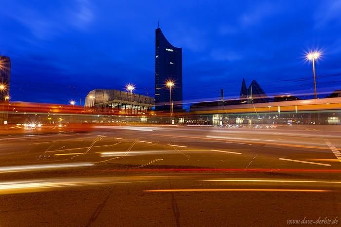 Timelapse Foto vom Augustusplatz Leipzig Blaue Stunde