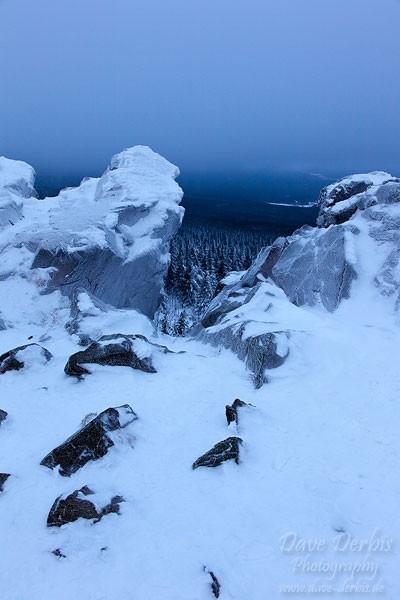 Gipfelklippe der Wolfswarte im Winter