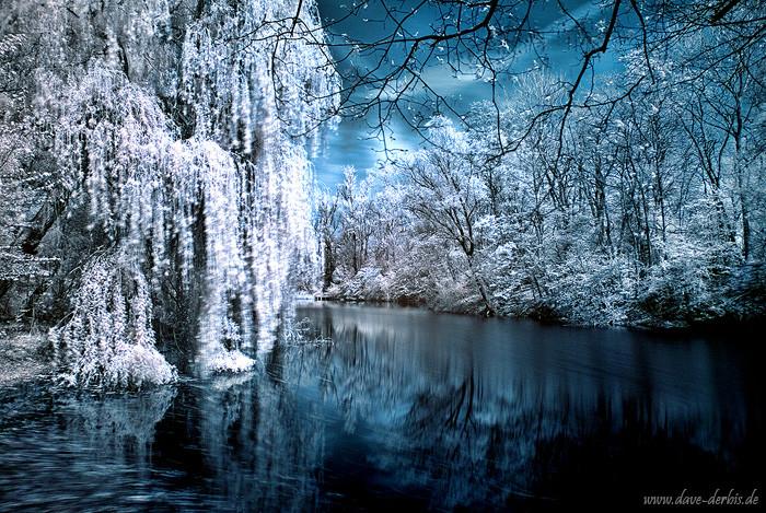 Infrarot Langzeitbelichtung an einem See mit Spiegelung