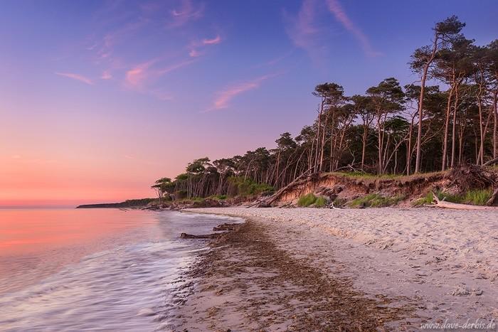 Farbenfroher Sonnenuntergang an der Ostsee
