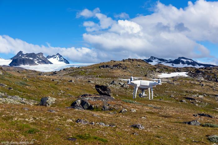 Drohne beim Fliegen in Norwegen