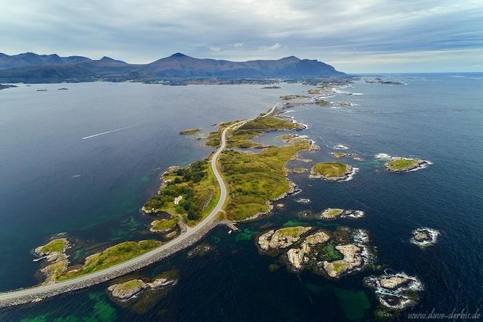 Die Atlantikstraße in Norwegen von oben