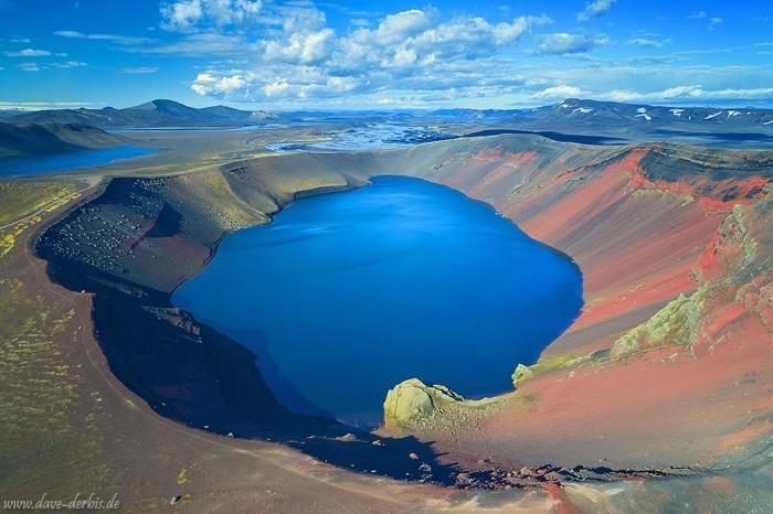 Der Kratersee Ljótipollur im Hochland von Island