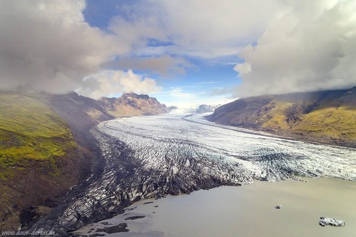 Der Skaftafellsjökull mit seiner gewaltigen Gletscherzunge (10km lang und 2.5km breit) in Island