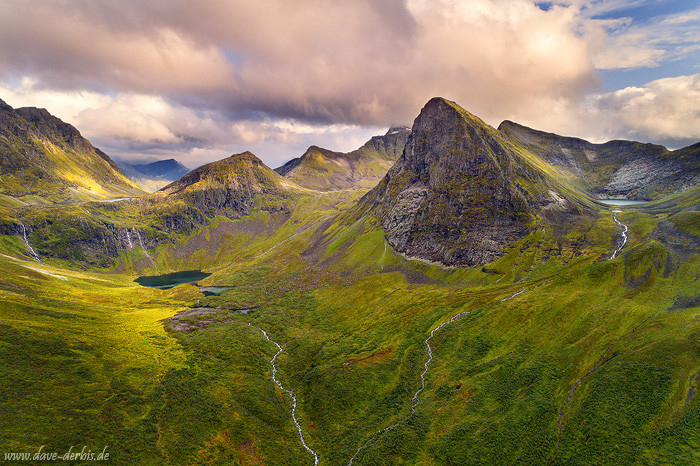 Die fantastisch anmutende Bergwelt der Sunnmøre Alpen in Norwegen