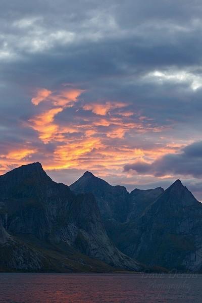 Gipfel des Hermannsdalstinden von unten