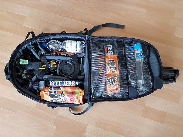 Vollgepackter kleiner Fotorucksack für Tagestour