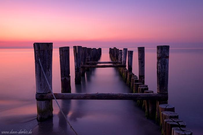 Ein Steg mit Langzeitbelichtung an der Ostsee