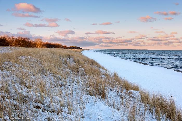 Ostsee Stand im Winter mit Schnee